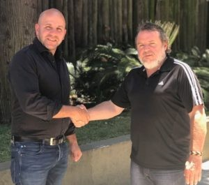 Emiliano Ojea (izq., Presidente de la Federación de Deporte Universitario FEDUA) y Ricardo Acuña (der., Presidente del Consejo Argentino de Deportes Alternativos CADALT) sellaron el acuerdo en Buenos Aires